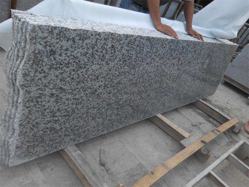 G439 Polished White Flower Granite Step con Competitive Price